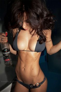 If drinking vodka gets you these type of abs, sign us up for the vodka diet FAST!