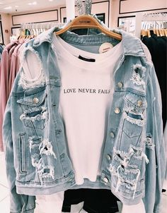 66 casual outfits for high school best outfits 57 Outfits Casual, Cute Comfy Outfits, Fall Outfits, Summer Outfits, Casual Jeans, Girls Fashion Clothes, Teen Fashion Outfits, Clothes For Women, Preteen Girls Fashion