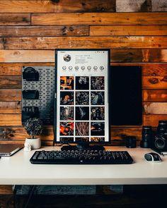 Computer Desk Setup, Gaming Room Setup, Pc Setup, Home Office Setup, Home Office Space, Home Office Design, Bachelor Room, Dream Desk, Game Room Design