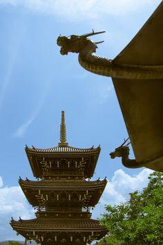 Sanjuu-no-tō(Three-storey pagoda)  by Hiro Nishikawa on 500px