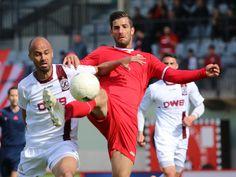 #Hassan #Salhab im Duell um den Ball mit einem Gegenspieler von #BFCDynamo