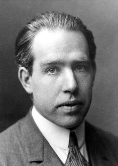 Niels Bohr - Bohr Model ~ Niels Henrik David Bohr was a Danish physicist who made foundational contributions to understanding atomic structure and quantum mechanics, for which he received the Nobel Prize in Physics in 1922 Joseph John Thomson, Nuclear Physics, Quantum Physics, Theoretical Physics, Quantum Leap, Einstein, Bohr Model, Atomic Theory, Nobel Prize In Physics