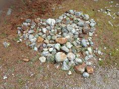 20 augustus 2013. Een vriendin stuurde me vanaf haar vakantie-adres een gaaf WA-bericht. Ze dacht aan me toen ze dit hart van stenen tijdens een wandeling tegenkwam. Is dat geen lief #lichtpuntje?