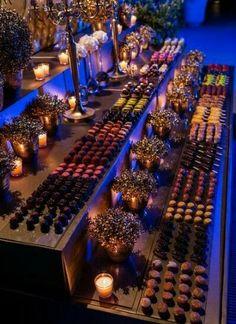 mesa dulce bodas - I 'm definitely crashing this party. Dessert Bar Wedding, Wedding Desserts, Dessert Bars, Dessert Table, Wedding Cakes, Wedding Decorations, Barres Dessert, Buffet Set Up, Reception Food