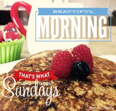 Banana pancakes + fruit + coffee .  Happy Sunday !  21df containers:  2💛 1💜