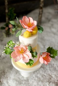 Sugar paste flower cake | Cake By / laelcakes.com, Photography By / jenhuangphotography.com