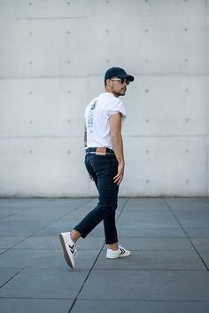 Get this look: http://lb.nu/look/8762121 More looks by Kevin Elezaj: http://lb.nu/kevinelezaj Items in this look: Hummel Sneakers, Levi's® Jeans, Urban Outfitters T Shirt, Komono Shades, Farah Cap #casual #edgy #street #ootd #outfit #outfitoftheday #look #lookoftheday #lookbook
