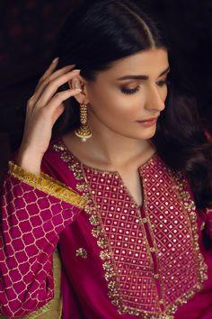 Pakistani Fashion Party Wear, Pakistani Wedding Outfits, Pakistani Bridal Dresses, Pakistani Dress Design, Wedding Hijab, Bridal Mehndi Dresses, Desi Wedding Dresses, Pakistani Formal Dresses, Pakistani Clothing