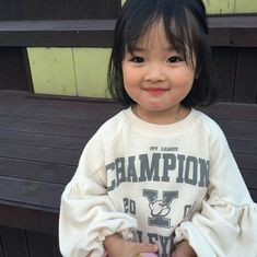 baby ulzzang C nhc Hn Quc ng yu ti ni xem nh m ch mun lao ngay vo. Cute Asian Babies, Korean Babies, Asian Kids, Cute Babies, Cute Little Baby, Cute Baby Girl, Little Babies, Baby Boy, Kids Girls