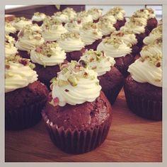 Základní recept na muffiny Kitchenaid, Desert Recipes, Red Velvet, Cupcakes, Sweets, Baking, Food, Cupcake Cakes, Gummi Candy