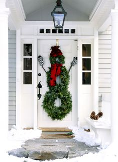10 Outdoor Christmas Decoration Ideas - Stylish Outside Christmas Decorating for Your Yard
