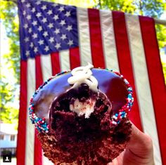 CUPCAKES for BREAKFAST!! LET THE HOLIDAY WEEKEND BEGIN!!