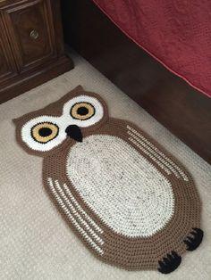 Crochet Oval Owl Rug von peanutbutterdynamite auf Etsy - [board_name] - Teppich Crochet Mat, Crochet Carpet, Crochet Owls, Crochet Cross, Crochet Home, Cute Crochet, Crochet For Kids, Crochet Animals, Crochet Stitches
