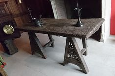 Late 15th century (ca 1473-1478) trestles - Tabletop made out of oak and carved chestnut panels.