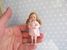 Miniaturen OOAK Baby TODDLER Puppe MÄDCHEN Beweglich Miniatur | Etsy Dollhouse Dolls, Miniature Dolls, Dollhouse Miniatures, Tiny Dolls, Doll Face, Handmade Clothes, Art Dolls, Toddler Girl, Polymer Clay