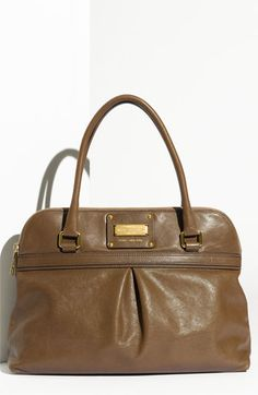 I'm in LOVE! this can so be an everyday bag :)