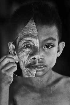 Young or old by amaluddin Black And White Photography Portraits, Art Photography Portrait, Face Photography, Black And White Portraits, Pencil Art Drawings, Realistic Drawings, Art Drawings Sketches, Old Man Portrait, Portrait Art