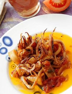 Calamares guisados con tomate Kitchen Recipes, Cooking Recipes, Healthy Recipes, Seafood Dishes, Seafood Recipes, Spanish Dishes, Food Is Fuel, Italian Recipes, Food Porn