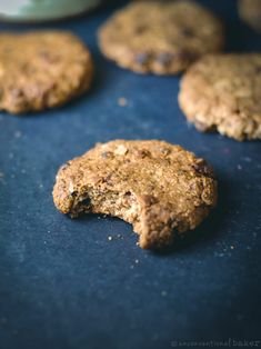 A gluten-free vegan cookie made with apples, cinnamon, oatmeal, and raisins. This recipe is also refined sugar-free and oil-free. New Year's Desserts, Christmas Desserts Easy, Cute Desserts, Dessert Recipes, Strawberry Desserts, Vegan Christmas, Simple Christmas, Vegan Desserts, Apple Cinnamon Oatmeal