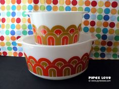 Pyrex pattern: designs aka fishscale, arches, art deco, design deco. My Mom still has one of these large bowls
