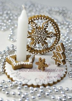 Haniela's: ~Snowflake Gingerbread Centerpiece ~