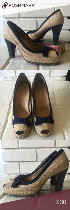 """AEROSOLS """"benefit"""" peep toe pump AEROSOLES woven peep toe pumps have blue ribbon detail and are in excellent used condition! AEROSOLES Shoes Heels"""