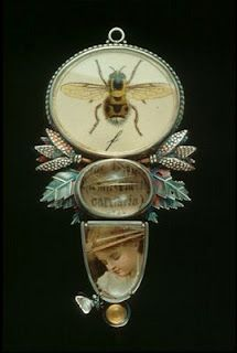 Bee-themed Pendant by Roberta and David Williamson - a summer jewel Bee Jewelry, Insect Jewelry, Resin Jewelry, Jewelry Crafts, Jewelry Art, Vintage Jewelry, Handmade Jewelry, Jewelry Design, Antique Jewelry