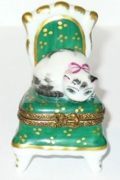 LIMOGES-BOX-PARRY-VIEILLE-KITTEN-ON-BOUDOIR-CHAIR-KITTY-CAT-PEINT-MAIN