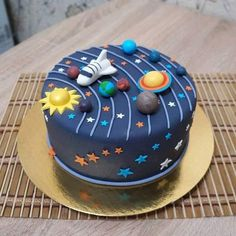 Das gesamte in einem Tor … - Cake Decorating Simple Ideen Solar System Cake, Bolo Original, Toddler Birthday Cakes, Baby Birthday, Cake Designs For Kids, Planet Cake, Bolo Mickey, Galaxy Cake, Bolo Cake
