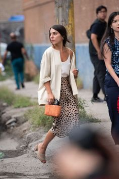 New York Fashion Week Street Style Is All About Staying Cool+#refinery29 Autumn Street Style, Street Outfit, Paris Street, Korean Fashion, Sequin Skirt, Sequined Skirt, K Fashion, Fall Street Styles, Korean Fashion Styles
