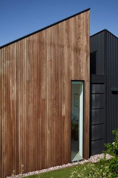 Image 12 of 20 from gallery of Humble House / Coy Yiontis Architects. Photograph by Tatjana Plitt Landscaping Retaining Walls, Landscaping Near Me, Landscaping Company, Landscaping Software, Landscaping Design, Landscaping Melbourne, Luxury Landscaping, Buy Solar Panels, Solar Panel Battery