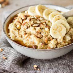 Frühstückswunder: Süßes Polenta-Porridge mit Beerenmix