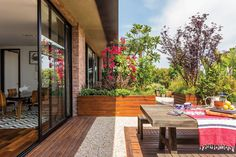 Gorgeous Loft, and a lovely garden.
