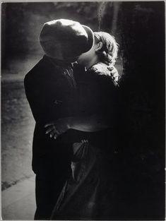 "Photograph: ""Le Baiser"" – by photographer, Brassai (b. Henri Cartier Bresson, Candid Photography, Vintage Photography, Street Photography, Robert Doisneau, Black White Photos, Black And White Photography, The Kiss, Brassai"