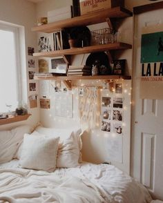 20+ Impress Small Bedroom Design And Decorating For Comfortable Sleep Ideas #smallbedroomdesigns