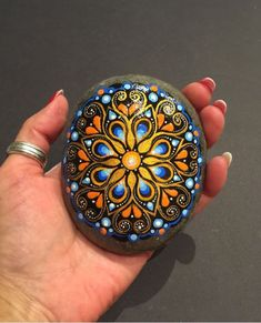 Best 11 This is one of my favorite pieces. Rock Painting Patterns, Dot Art Painting, Rock Painting Designs, Pebble Painting, Pebble Art, Stone Painting, Mandala Art, Mandala Painting, Mandala Painted Rocks