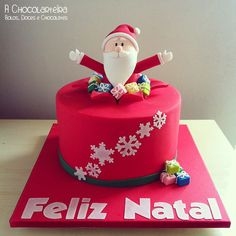 Natal by A CHOCOLARTEIRA, via Flickr Fondant Christmas Cake, Christmas Cupcakes, Christmas Desserts, Christmas Baking, Christmas Treats, Christmas Cake Designs, Christmas Topper, Christmas Cake Decorations, Holiday Cakes