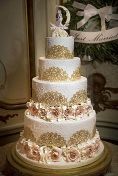 Gold edible lace surrounds each cake tier with two circles of blush sugar roses, sugar hydrangea and ruffles.  Delivered to Sleepy Hollow Golf Club, Sleepy Hollow, New York.  Photography by www.jamielevinphotography.com  Jamie Levin Photography