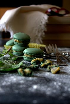 Mint and goats cheese macarons