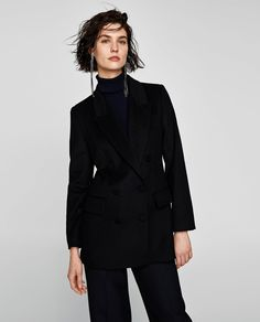 Image 1 of SHORT DOUBLE-BREASTED COAT from Zara
