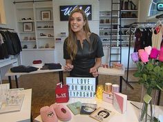 """Valentine's Day is around the corner, but are you still in search of the perfect gift for the guy or girl in your life? """"Extra"""" has some gift ideas for that romantic day, including chocolates, sexy lingerie and jewelry. Watch!"""