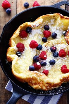 Oven Pancake A hot and puffy golden pancake that only requires 5 minutes of prep! This classic breakfast is always a huge .A hot and puffy golden pancake that only requires 5 minutes of prep! This classic breakfast is always a huge . Cast Iron Skillet Cooking, Iron Skillet Recipes, Cast Iron Recipes, German Pancakes Recipe, French Pancakes, German Potato Pancakes, Oven Pancakes, Dutch Oven Cooking, Dutch Ovens