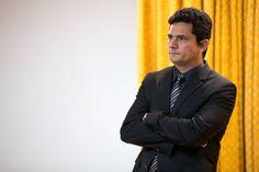 Três quilômetros separam a sede da Justiça Federal de 1º Grau do Paraná da residência do juiz Sergio Moro, responsável pelo julgamento dos processos da Lava Jato. É este o trajeto percorrido pelo magistrado desde 2003, quando assumiu a primeira vara especializada em crimes contra o