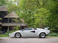 Lamborghini Countach LP5000 QV Coupé te koop bij Prins Classics. Groot aanbod klassiekers, zowel oldtimer als youngtimer. Vind uw klassieke auto op prinsclassics.nl