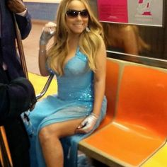 Glamour on NYC subway Sparkly dresses and blue glitter, Mariah Carey rides the subway with producer Jermaine Dupri and BET Music Programming President Stephen Hill. Of course, leave it to Mariah to make even the trashiest New York subways look good. Mariah Carey, New York Subway, Nyc Subway, Celebrity Gossip, Celebrity Style, Jermaine Dupri, Versace Gown, Star Of The Day, Showgirls