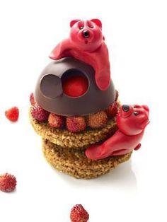 Ours et fraises des bois ... par Christophe Michalak du Plaza Athénee, Paris 8