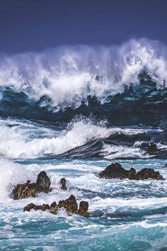 ocean crest and spray Ocean Pictures, Surfing Pictures, Cool Pictures, Water Waves, Sea Waves, Sea And Ocean, Ocean Beach, Wild Waters, Stormy Sea