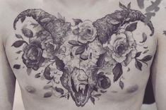 大骨 #tattoo #justiceink #skull #black #blackink #blacktattoo #blackworkers #blackart #artwork #blackwork #flowers
