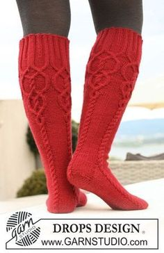 Socks & Slippers - Free knitting patterns and crochet patterns by DROPS Design Cable Knit Socks, Crochet Socks, Wool Socks, Knit Mittens, Knitting Socks, Free Knitting, Knit Crochet, Red Socks, Celtic