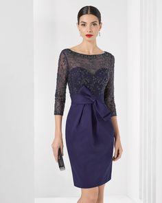 Vestido curto de piqué com brilhantes. Coleção 2016 Rosa Clará Cocktail